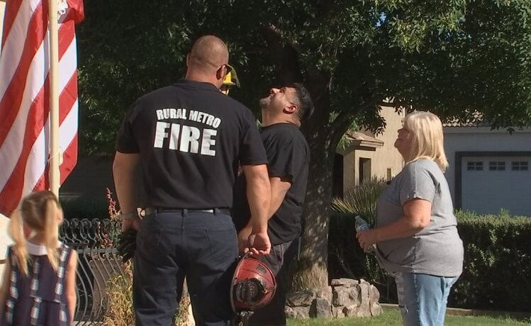 Rural Metro Fire helps San Tan Valley couple hang American flag